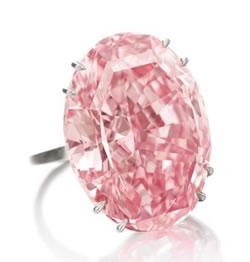 Η δημοπρασία που διεξήχθη χτες βράδυ με βασικό έκθεμα ένα οβάλ κοπής ροζ  διαμάντι των 59.60 καρατίων έσπασε όλα τα μέχρι σήμερα ρεκόρ. Το